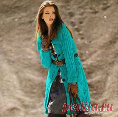Пальто с узором ромбами вязаное спицами