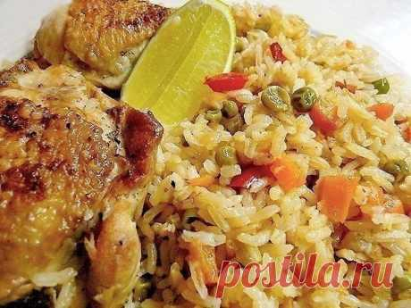 Рис с курицей.  Ингредиенты:  1 курица на 1,5 кг (8 бедрышек) Показать полностью…
