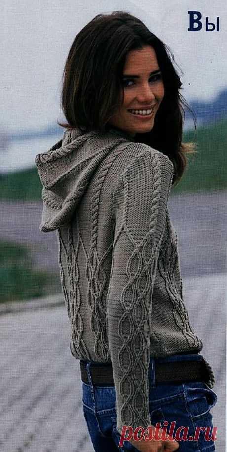 Пуловер с капюшоном.
