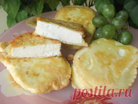 La colación caliente del queso adigué en el rebozo corrujiente | la cocina Rusa