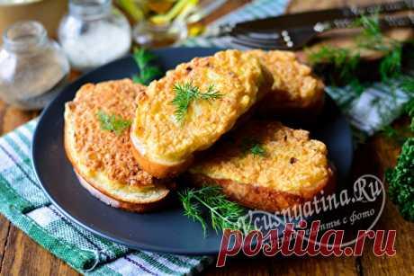 Бутерброды с луком и яйцом на сковороде - рецепт с фото