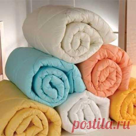 Все о том, как постирать одеяло из холлофайбера в стиральной машине и вручную: пошаговые инструкции