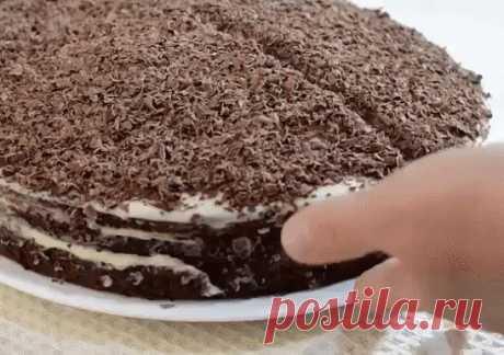 """Очень вкусный торт """"Черный принц"""""""" на кефире Очень вкусный торт """"Черный принц"""""""" на кефире  Ингредиенты:  Для теста:  ● 1 яйцо,  ● 1 стакан сахара,  ● 2-3 чайные ложки какао,  ● 1 стакан кефира,  ● 1 чайная ложка соды,  ● 1 стакан муки.   Для крема:  ● 200 г. масла,  ● 0,5 стакана сахара,  ● 250 г. сметаны.   Приготовление:  Яйцо взбить с сахаром до густой пены, добавить кефир, соду и еще раз взбить. Затем добавить муку, тесто должно быть похоже на густую сметану. Вылить в ..."""