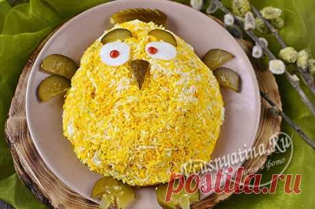 """Салат пасхальный «Цыпа»: пошаговый фото рецепт Пошаговый рецепт с фото по приготовлению вкусного, праздничного пасхального салата """"Цыпа"""" с отварным языком, маринованными огурцами и кукурузой."""