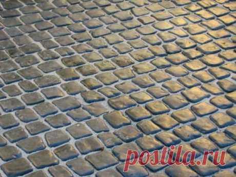 Имитация мощения уличным камнем с помощью тротуарной плитки.