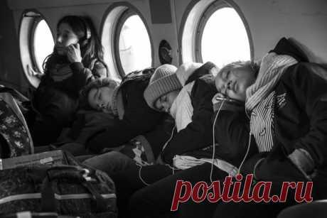 «Положись на меня» Уставшие юные спортсменки возвращаются домой с соревнований. Снимала Ева Кострома: nat-geo.ru/community/user/210069/