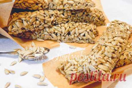 Козинаки из семечек Козинаками принято называть разновидность восточных сладостей, для приготовления которой используются орехи или семена и медово-сахарная карамель.