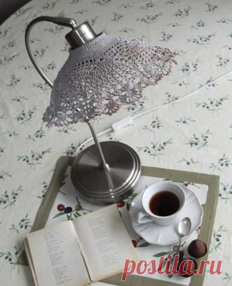 Una nueva pantalla para la lámpara de mesa\u000a\u000a\u000a\u000a\u000aHa sido pensado primero en la servilleta, después sobre …