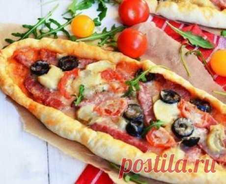 Домашняя пицца всегда вкуснее: Пицца с салями и грибами «Ужин на даче»    Готовлю часто, ведь дети ее так сильно любят!           Ингредиенты: Для теста: Мука — 500 гВода (теплая) — 250 млДрожжи (сухие) — 7 гРастительное масло — 3 ст. л.Сахар — 1 ч. л.Соль — 1 ч. л.  Дл…