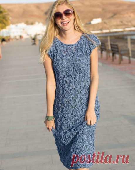 Вяжем простое синее платье