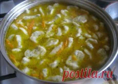 Суп с чесночными галушками ИНГРЕДИЕНТЫ (на 6 порций) Картофель — 4-5 шт. Морковь — 1 шт. Репчатый лук — 1 шт. Мясной бульон — 2,5 л или вода — 2,5 л Растительное масло — 30 г Соль — 2-3 ч. л. Перец — 1 щепотка Зелень — 10 г Для галушек: Яйцо куриное — 2 шт. Зелень — 1 […]