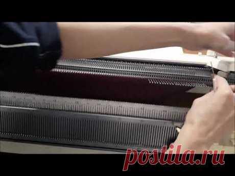 Процесс вязания спинки жилета с рюшами.