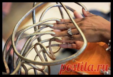 Самые длинные ногти в мире. Страшная сила красоты известна всем. Одним из атрибутов женской красоты считаются длинные ногти. Но, можно ли считать красивым ногти, достигнувшие поистине ужасающих размеров. Кто они – рекордсмены по длине ногтей и как живется им с метровыми «маникюрами». Маникюр ® Пилочка