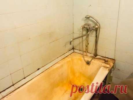 Восстановление эмали чугунной ванны своими руками Несколько лет эксплуатации чугунной ванны, и от первоначальной белоснежной эмали мало что остается. Глянец исчезает, его место занимают подтеки со следами ржавчины. А на ощупь она становится грубой и шершавой. Необходимо менять старую ванну либо же просто ее отреставрировать. Причем можно выполнить восстановление эмали чугунной ванны своими руками, а не привлекать специалистов со стороны. Что делать, если ваша ванна стала выглядеть вот так?