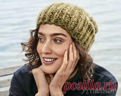 Модная шапка крупной вязки спицами Модная шапка крупной вязки спицамиМодная шапочка-бини с крупной полупатентной резинкой связана из двух видов пряжи нитью в разное количество сложений, из-за чего узор получается боле эффектным.РАЗМЕРНа обхват головы 50–54 cмВАМ ПОТРЕБУЕТСЯПряжа 1 (48% овечьей шерсти, 30% шерсти альпака, 22%