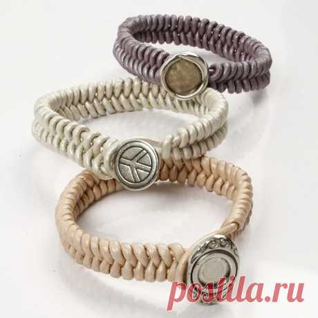 Плетёный браслет с застёжкой из оригинальной пуговицы, своими руками. / diyideas.ru
