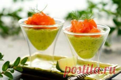 Закуска из семги и авокадо «На изумрудных волнах» - У нас так Для приготовления семги с муссом из авокадо Вам понадобится: Авокадо – 2 шт. Лимон или лайм – 1 шт. Семга копченая или соленая – 100 г Сливки жирные...