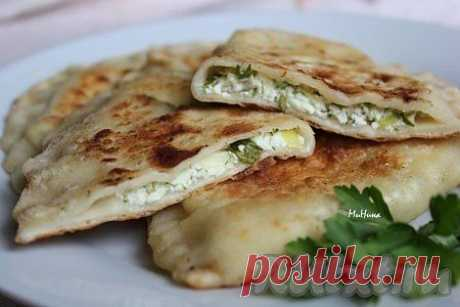 Гутабы - азербайджанские пироги с творогом и зеленью
