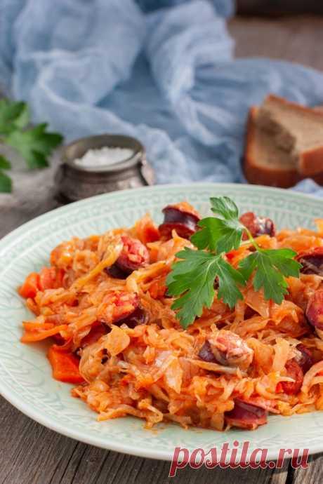 Тушеная капуста с колбасками — Sloosh – кулинарные рецепты
