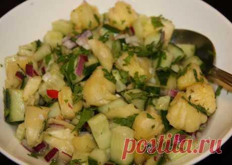 Салат из огурца с ананасом..