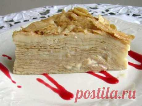 Этот торт очень популярен в России, Украине, Белоруссии и других странах, особенно СНГ. Нежные коржи смазаны заварным кремом из яиц. Рассказываю, как приготовить сметанный «Наполеон».