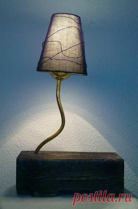 """Настольная лампа """"Эбен"""" . Основа натуральное дерево ,цвет-эбеновое дерево ,узор на абажуре легко меняется ."""