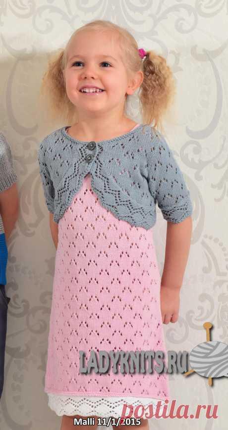Вязаное спицами ажурное платье для девочки от 1 года до 7 лет