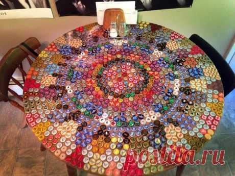 La decoración y los artículos de las tapas de las botellas