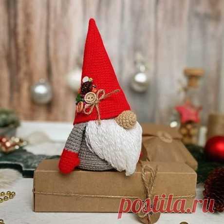 Волшебный гном крючком: схема вязания | AmiguRoom Оригинальный мешочек для сладостей в виде рождественского гнома. Для изготовления подарочного мешочка понадобится хлопковая пряжа и крючок.