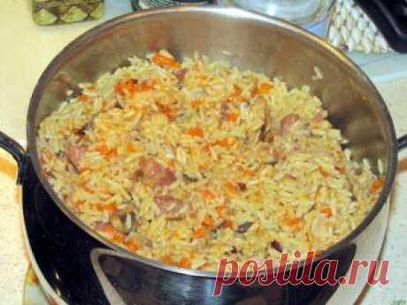 Секреты вкусного плова! Плюс поэтапное приготовление узбекского плова! Секреты вкусного плова * Морковь нужно резать длинной соломкой и ни в коем случае не тереть. Не бойтесь переборщить с длиной, чем длиннее соломка, тем вкуснее плов. * Лучшая посуда для плова — толстая чугунная кастрюля, глубокая и толстая сковорода, чугунный казан. В любом варианте – с плотно прилегающей крышкой. * Соль и специи лучше всего добавлять в середине приготовления зирвака (так восточные народы называют «заправк