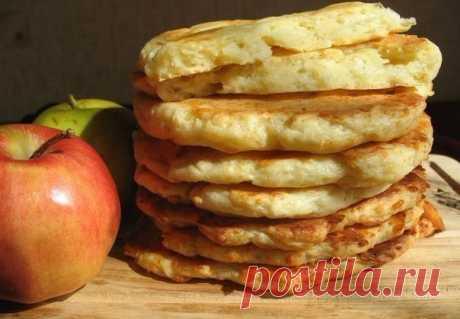 Творожно-яблочные лепешки  Итого на 100 грамм - 107.88 ккал: Белки- 17.74 Жиры - 1.74Углеводы - 4.35  Нежное сочетание творога и яблок. Такие лепешки идеально подойдут для завтрака! Готовятся очень просто. Обязательно попробуйте. Показать полностью…