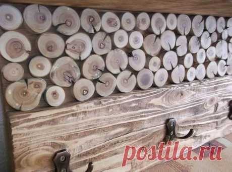Креативная вешалка из спилов дерева