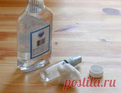 Такого о водке вы не знали! Жмите КЛАСС, сохраняйте в своей ленте. 20 вариантов использования ВОДКИ не по назначению (ТАКОГО ВЫ РАНЬШЕ НЕ ЗНАЛИ!!!) 1. Чтобы без боли снять с раны лейкопластырь, пропитайте его водкой. Она растворит клей. 2. Водка борется с неприятным запахом от ног. Причина запаха – бактерии, обитающие около потовых желез. Обтирая утром и вечером ноги водкой, вы ликвидируете эти бактерии, и некому будет «производить» неприятный запах. 3. Чтобы прочистить за...