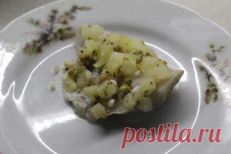 Рыбное филе под сальсой из ананасов и зелени