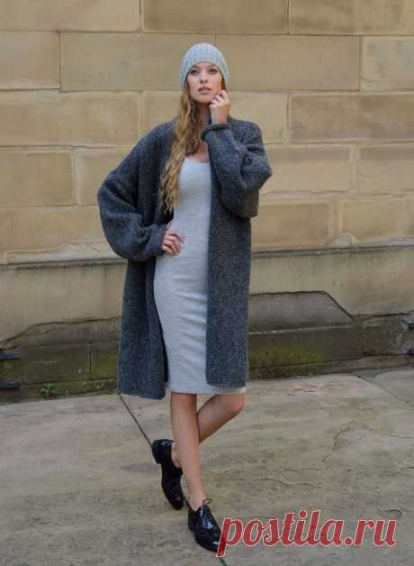 Пальто оверсайз, вязаное спицами из толстой пряжи