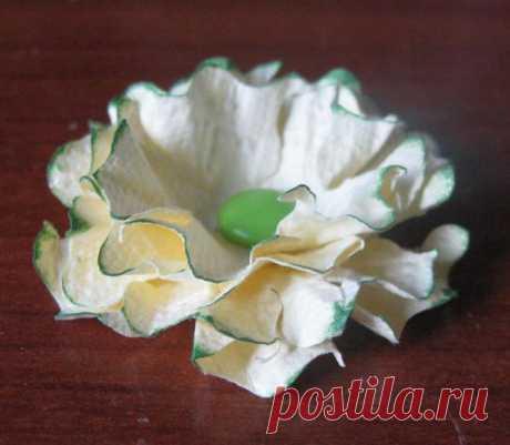 La flor simple e impresionante del papel - la Feria de los Maestros - la labor a mano, handmade