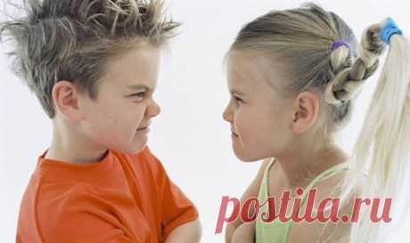 Что делать если дети ссорятся между собой. Не так давно вы были самыми счастливыми родителями. На свет появился ваш второй ребёнок. У вас прекрасные малыши. Вы их обожаете. А как умилительно смотреть на старшего ребенка, который так нежно