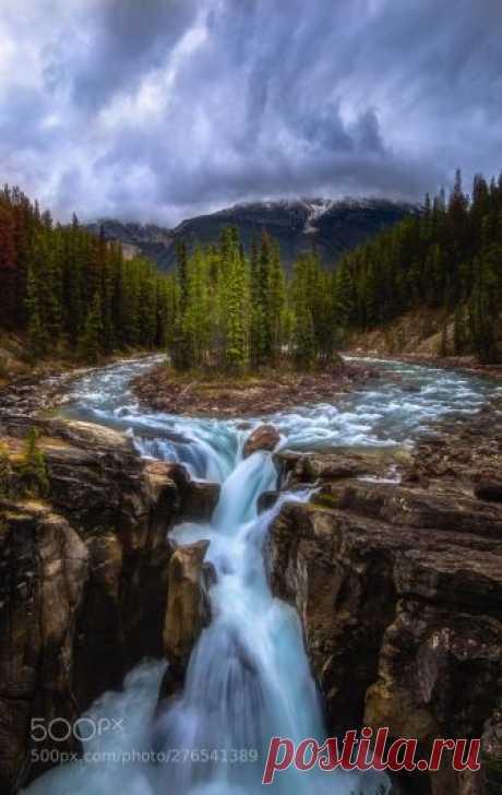 "giferen: ""落基山辛华达瀑布Sunwapta Falls, Canadian Rockies by vcg-calgarytea """