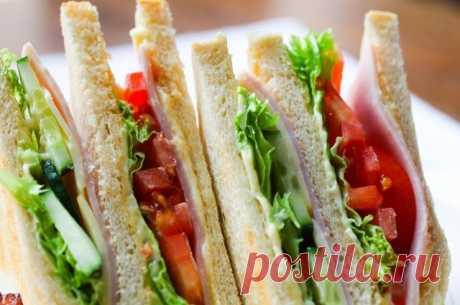 Правило бутерброда. 5 необычных рецептов сэндвичей на завтрак Бутерброды с сыром и маслом уже не вдохновляют? Значит, пора разнообразить свой рацион свежими кулинарными идеями!