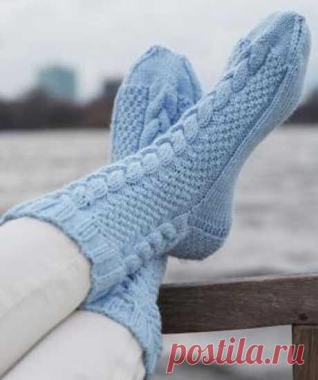 Носки с косой и путанкой Симпатичные домашние носки спицами для женщин, выполненные из тонкой носочной пряжи на основе шерсти. Вязание носков начинается по кругу от...