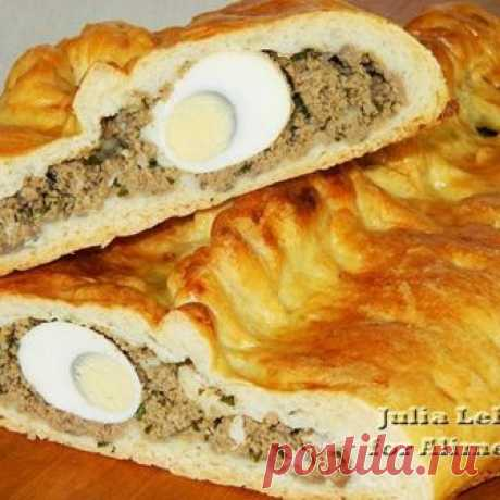 Coulibiac - a traditional dish of Russian cuisine, represents the closed pie with several types of forcemeat re-made by thin layers of dough in order that types of a stuffing do not make laugh...