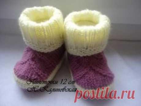 Туфельки, связанные спицами и крючком