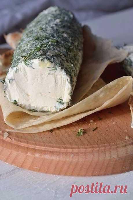 Творожный сыр из сметаны и кефира. Хорошо будет взять с собой на природу, завернуть в лаваш.