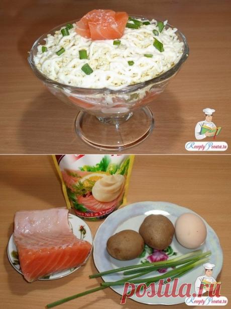 салат с семгой, картофелем, яйцом, луком