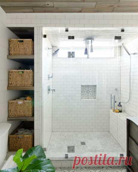 17 блестящих систем хранения, которые сделают даже маленькую ванную стильной и функциональной