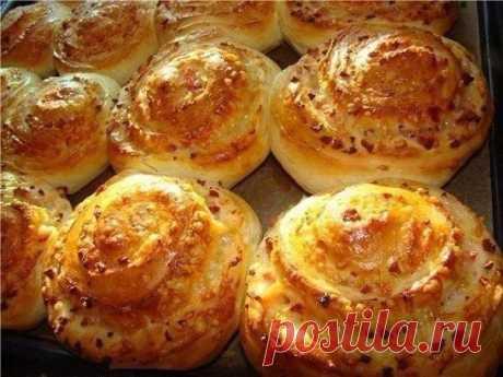 Такие вкусные булочки с сыром подойдут как для быстрого завтрака, так и в качестве закуски