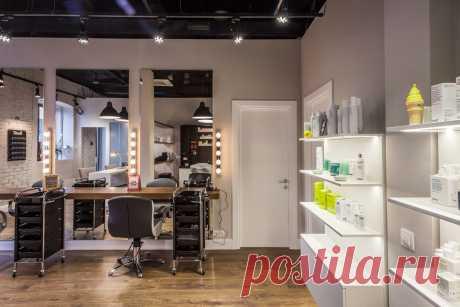 Самый комфортный пол в парикмахерскую: прочный как плитка и красивый как деревянный паркет. Купить в Брянске от производителя  #полыдляпарикмахерской#купитьполдляпарикмахерской#лучшийполдлясалонакрасоты#ламинатspcдляпарикмахерской#Брянск#Stonefloor