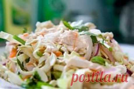 Chicken salad and with the Korean carrots: the choice and processing of the main components of a dish, recipes with a fresh cucumber, paprika, a kiwi, pomegranate, the basic recipe, options of gas stations, ideas of giving, a photo, video
