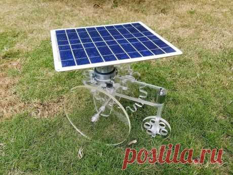 Самоходная тележка с питанием от солнечной панели В этой статье мастер-самодельщик расскажет нам, как он сделал самоходную тележку на солнечной батарее. Дизайн самоходной тележки нестандартен. Например, электродвигатель расположен вертикально, а не горизонтально, как это обычно бывает. Солнечная панель соединена с корпусом электродвигателя, а не