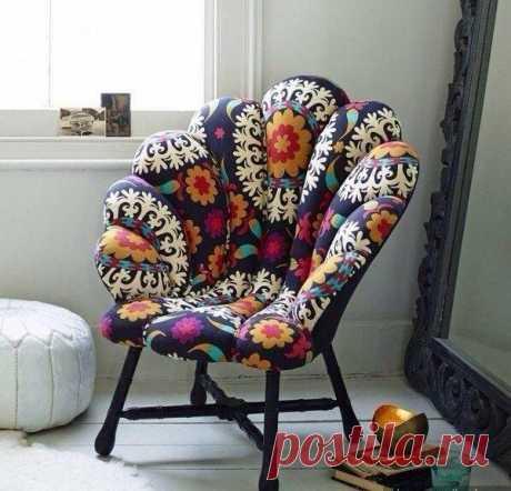 Яркое кресло